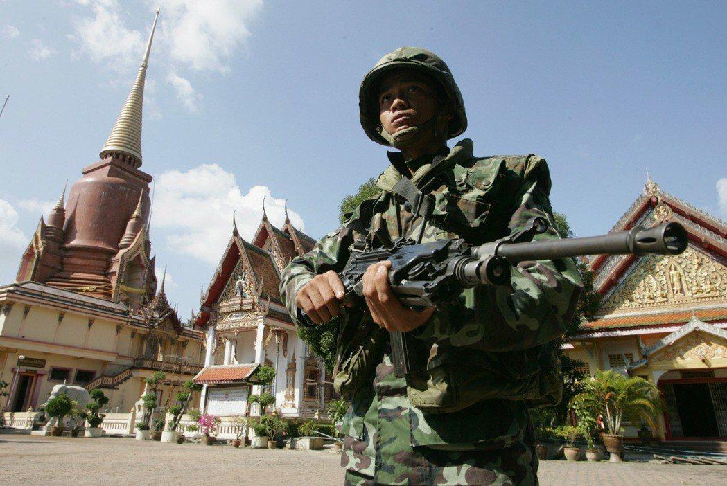 北大年府的人口幾近九成為信仰伊斯蘭教的馬來人,長久以來與泰國中央勢力有所磨擦。2...