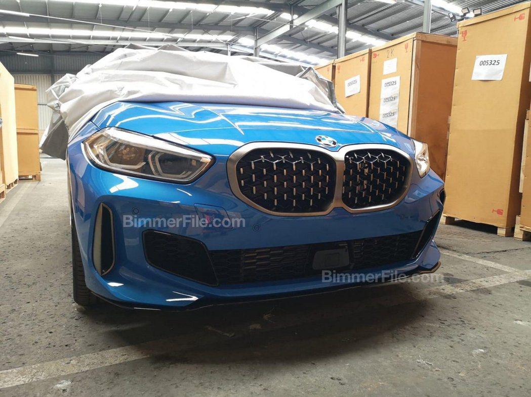 全新BMW M135i xDrive車頭無偽裝照。 摘自Carscoops