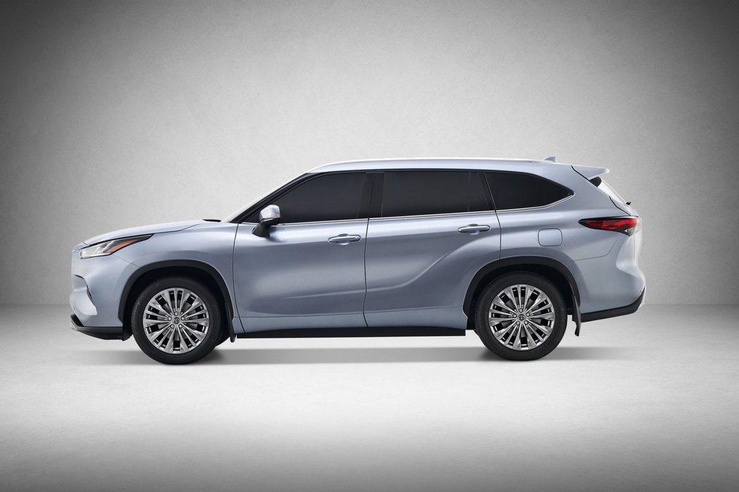 新世代Toyota Highlander 車側看來較為動感有形。 摘自Toyota