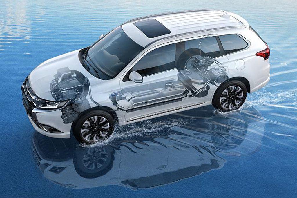 三菱Outlander PHEV以插電式系統設計,綜合電動車與燃油引擎的雙重特點...