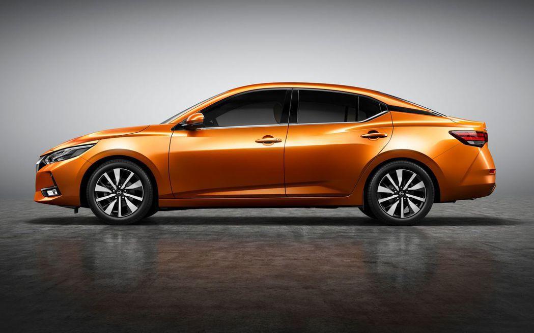 新一代Nissan Sylphy的C柱採用類懸浮車頂的設計。 摘自Nissan