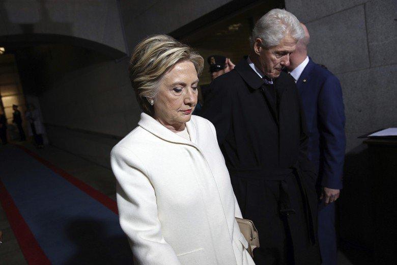 2016年美國大選曾盛傳某個酒吧地下室,有希拉蕊違法民眾事證,最後證實是假資訊,連帶多少影響希拉蕊的選情。 圖/路透社