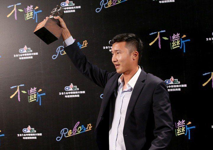 葉君璋曾經拉過郭勝安一把,這次又有外籍教練助陣,或許可以再給他一次機會。 聯合報...