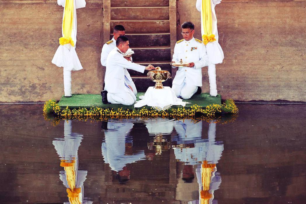 班加素孔卡基本上都落在曼谷都心方圓百里之內,「四大聖池」也離曼谷不過1個多小時的...