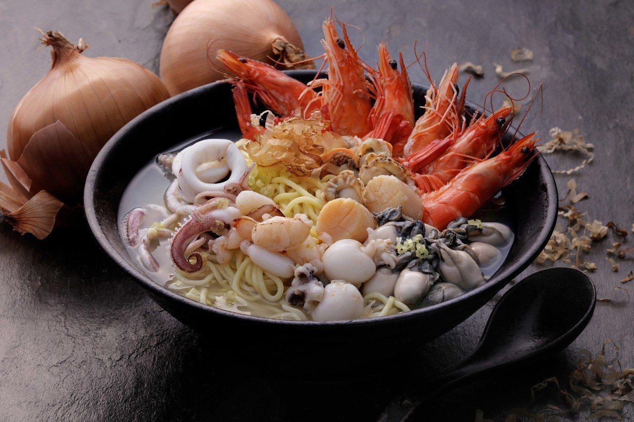 港口味海鮮拉麵,每份239元。圖/翊進海鮮饌食館提供
