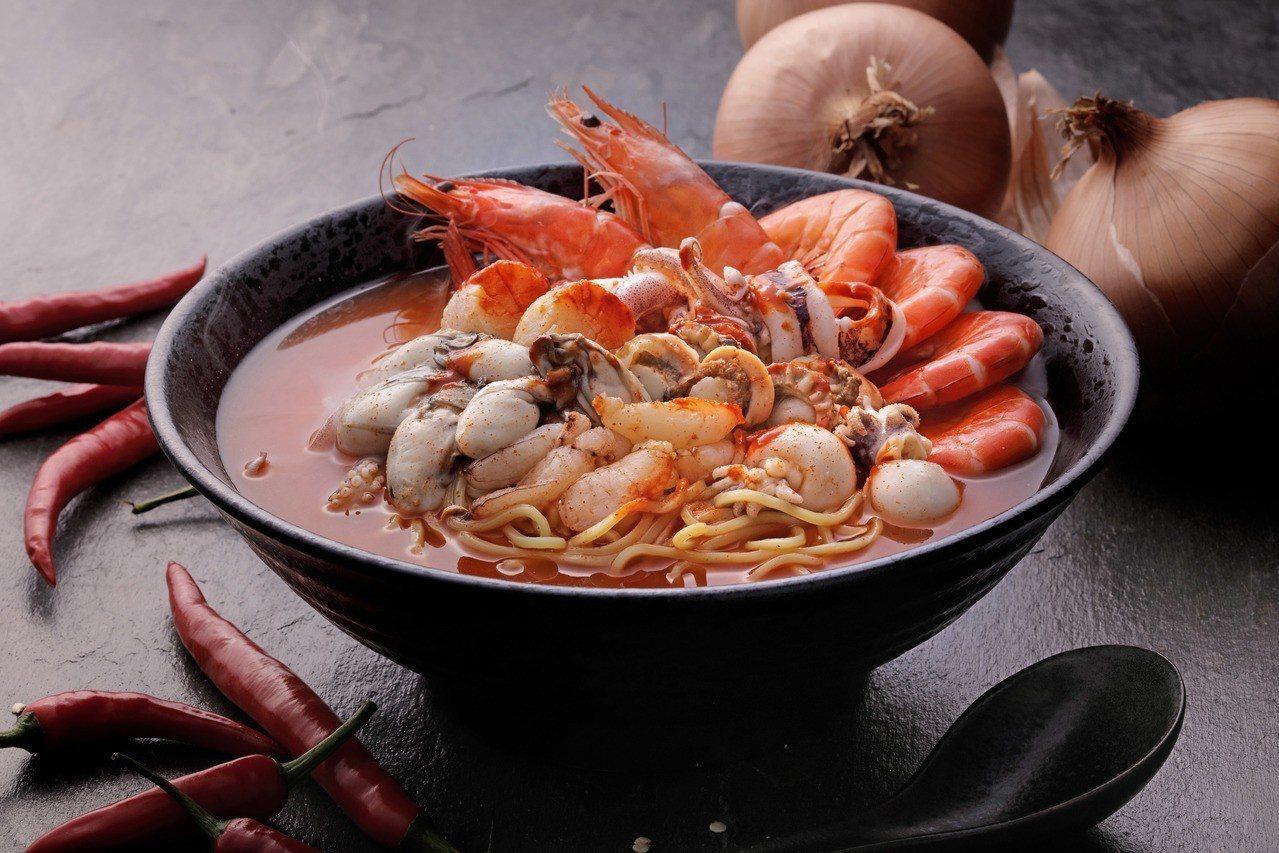 歐爺海鮮拉麵,每份249元。圖/翊進海鮮饌食館提供