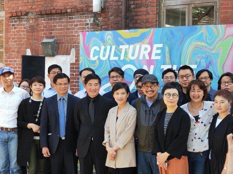 文化部長鄭麗君希望透過展覽,讓文創者匯集,並讓民眾體驗台灣深厚的文化。(Phot...