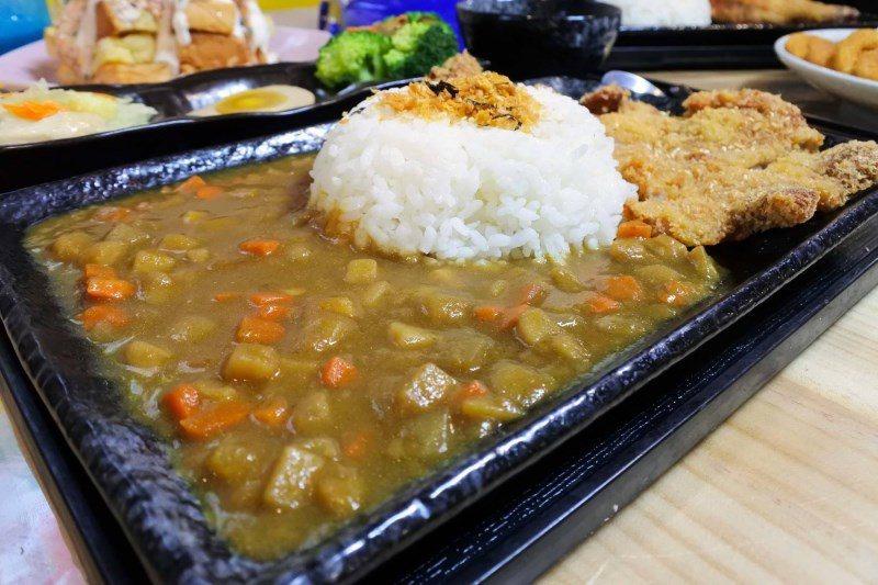 (圖/台灣旅行趣) ▲咖哩是獨家特調日式咖哩醬,不會辣且鹹甜適中。而馬鈴薯切成小...
