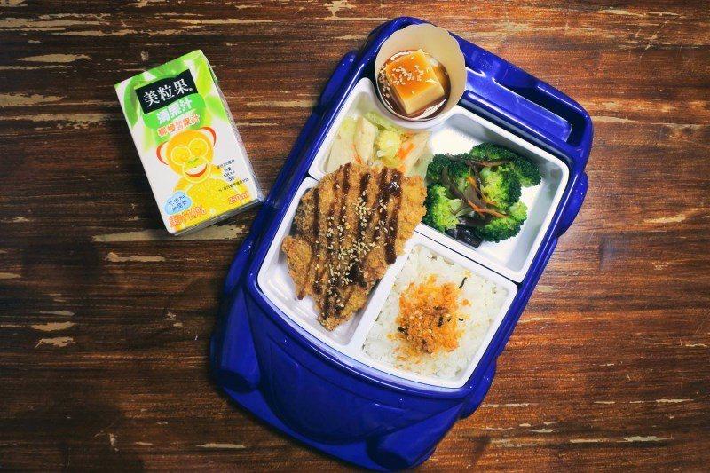(圖/台灣旅行趣) ▲兒童餐的份量為大人量的一半,同樣會附上三菜,豆腐固定。