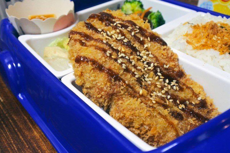 (圖/台灣旅行趣) ▲「豬排兒童餐」與豬排定食相同作法,而現在兒童餐上則會是切成...