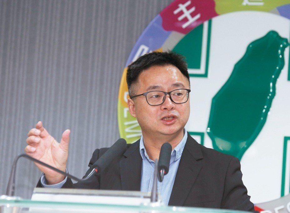 面對1124民進黨的慘敗,羅文嘉要求重整民調中心。攝影/郭晉瑋