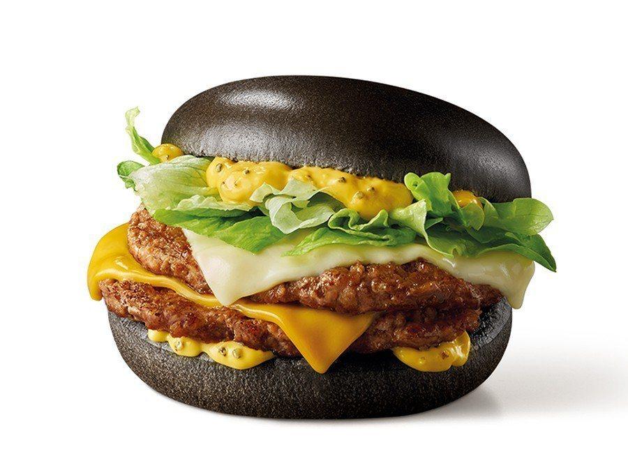 「雙牛起司黑堡」單點99元、經典套餐149元。圖/麥當勞提供