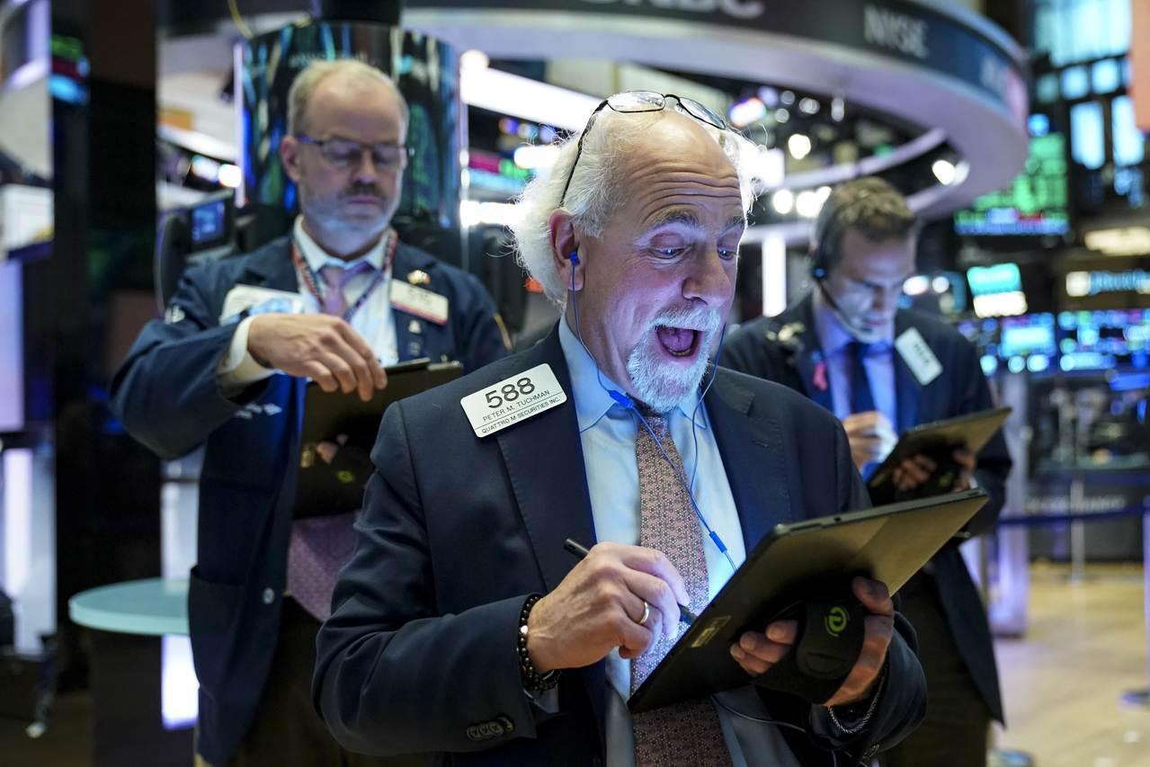 美股周二小幅上揚,企業財報普遍優於預期。 路透