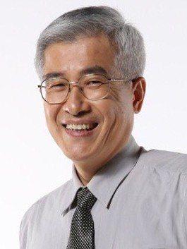 鄭文燦今天早上主持市政會議,宣布由秘書長李憲明升任副市長。圖/取自桃園市政府提供