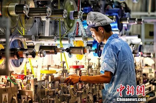 圖為江蘇鹽城一家企業內的生產景象。中新社資料照