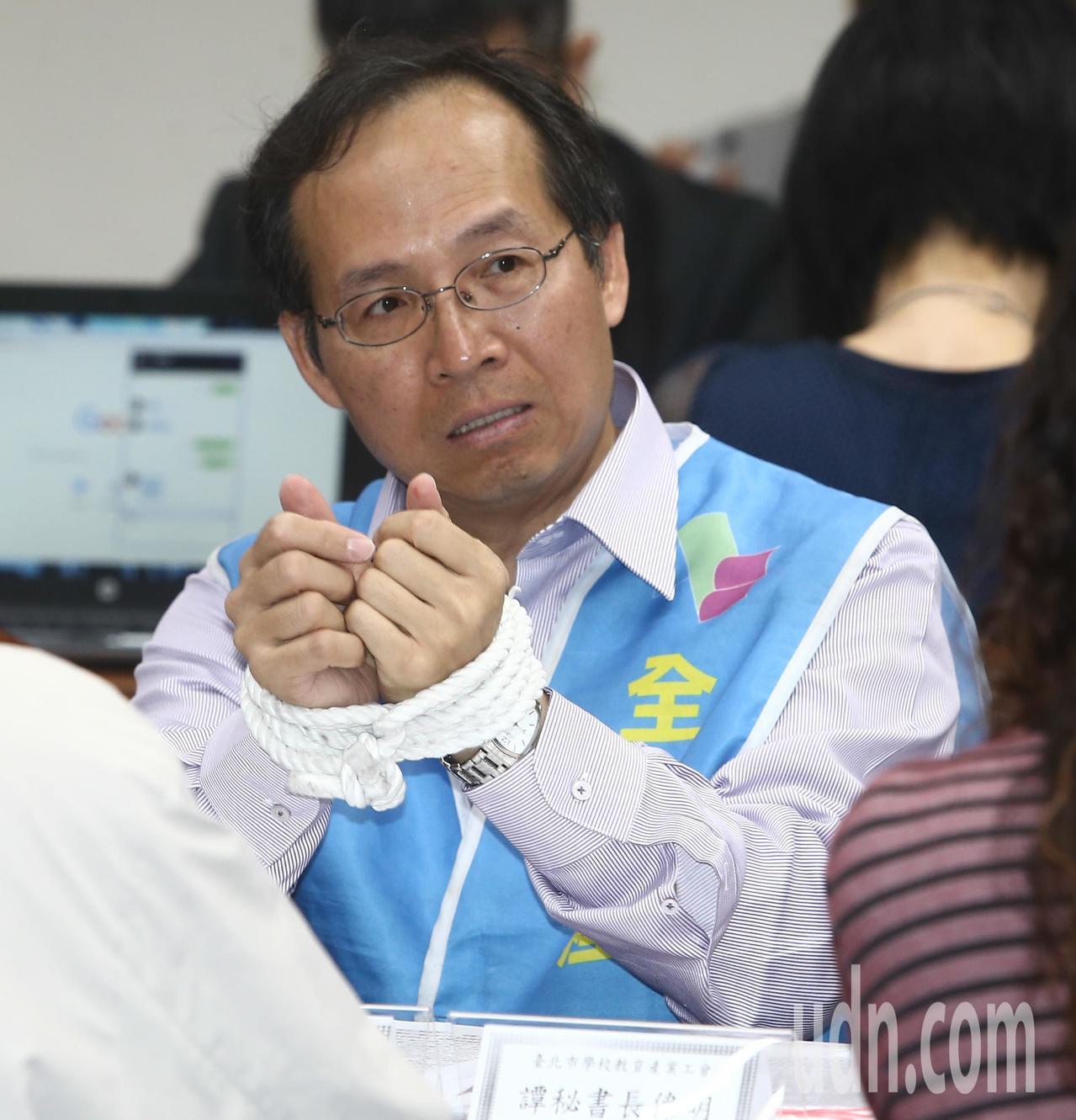 全國教育產業總工會理事長黃耀南在立法院教師法修法座談會上表示,專審會被特定團體把...