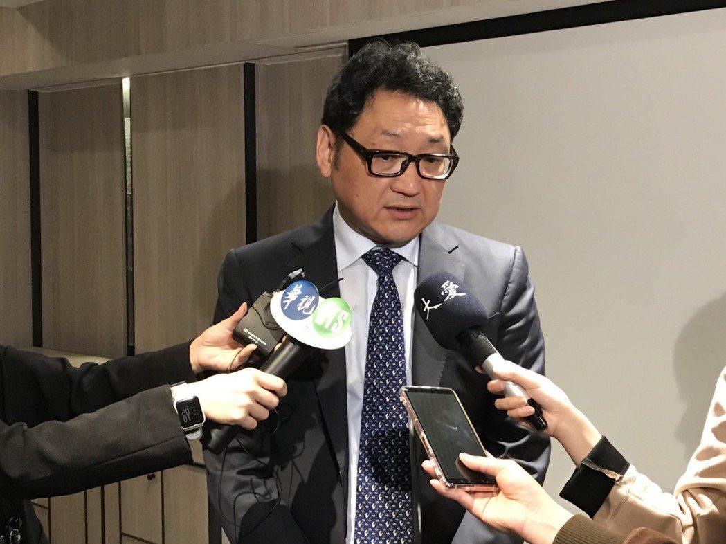 振興醫院內科部部長陶啟偉表示,全台氣喘患者逾200萬人,其中約10萬名為嚴重型氣...