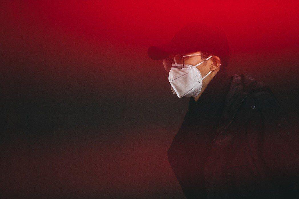 方大同新歌「白髮」MV。圖/賦音樂提供