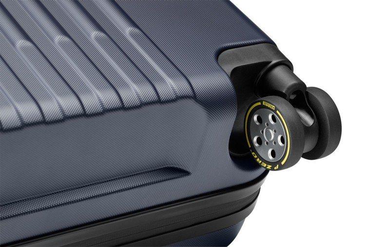 高性能滾輪印有倍耐力輪胎標誌性黃色「PIRELLI」字樣和曲線商標。圖/萬寶龍提...
