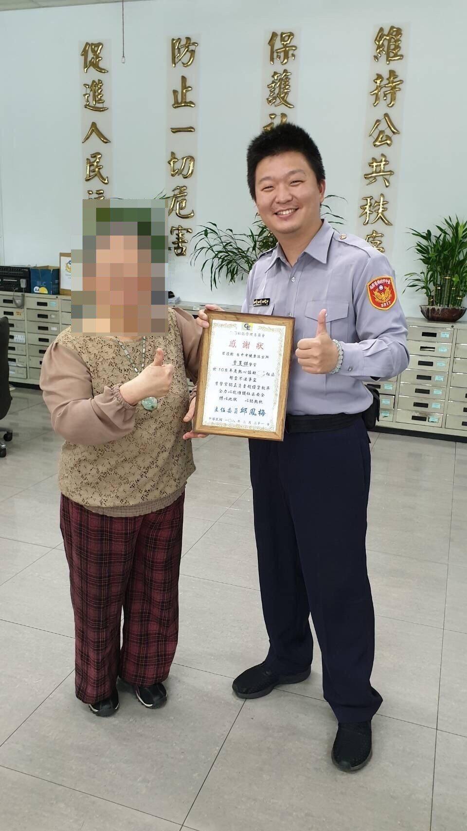 台中市第三警分局警員曾旻傑積極查緝毒品,趕跑南區某大樓的毒犯,住戶十分感謝,還選...