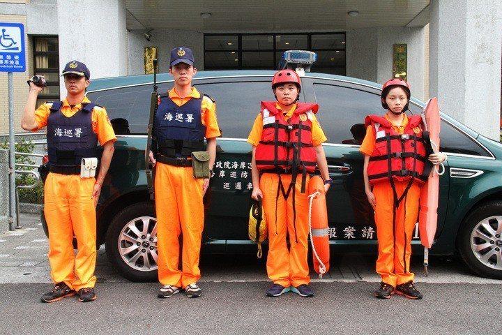海巡署發出新聞稿,確認將著手研修制服改革作業,但強調現行海巡「橘色操作服」是海巡...