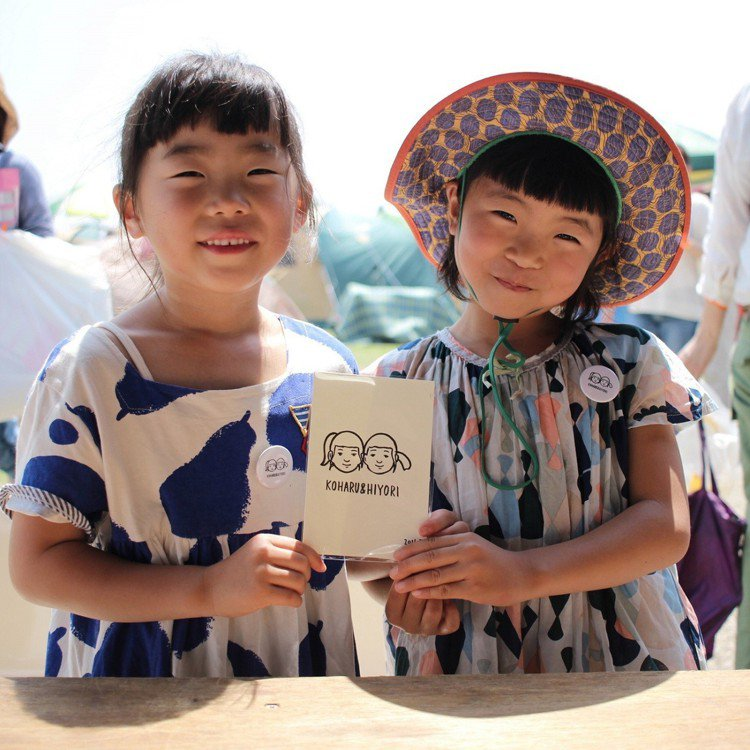 神戶「&Kobe」特展,似顏繪徽章體驗。圖/誠品生活提供