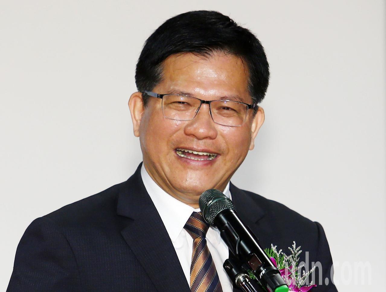 交通部長林佳龍表示,台鐵新票務系統運作方式,包括退票、多段訂票、不同車班系統同時...