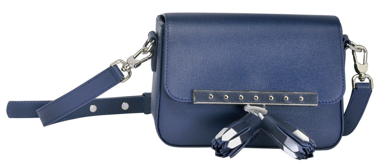 Game On海軍藍斜背包(XS),售價21,500元。圖/LONGCHAMP提...