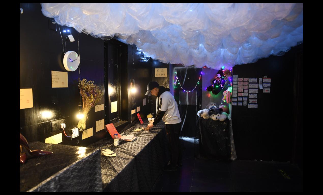重慶楊家坪商圈內的失戀博物館,收集來自100多位失戀者的物品與故事。(中新社)