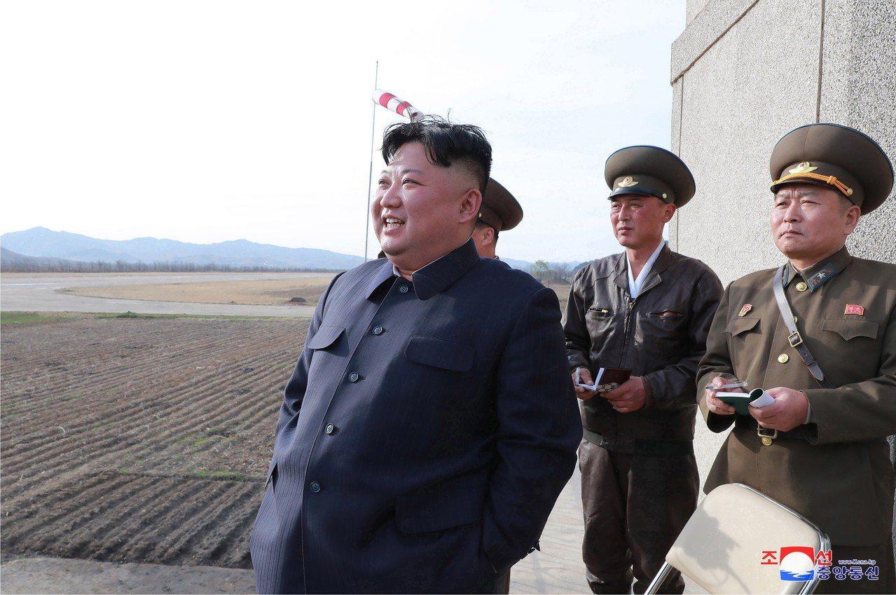 金正恩突擊視察空軍飛行訓練,表示滿意。歐新社