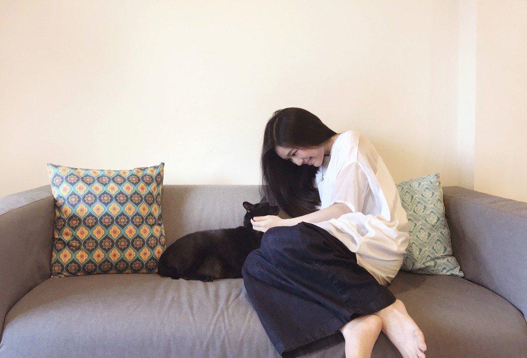郭修彧和愛貓。圖/妮樂佛提供