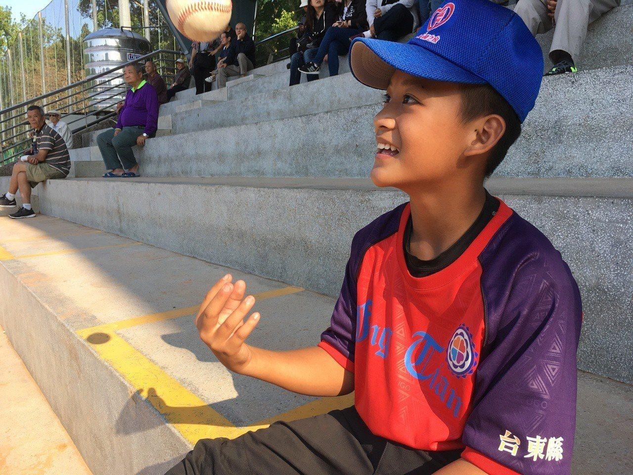 林品浩敲出打棒球以來的首轟。記者葉姵妤/攝影