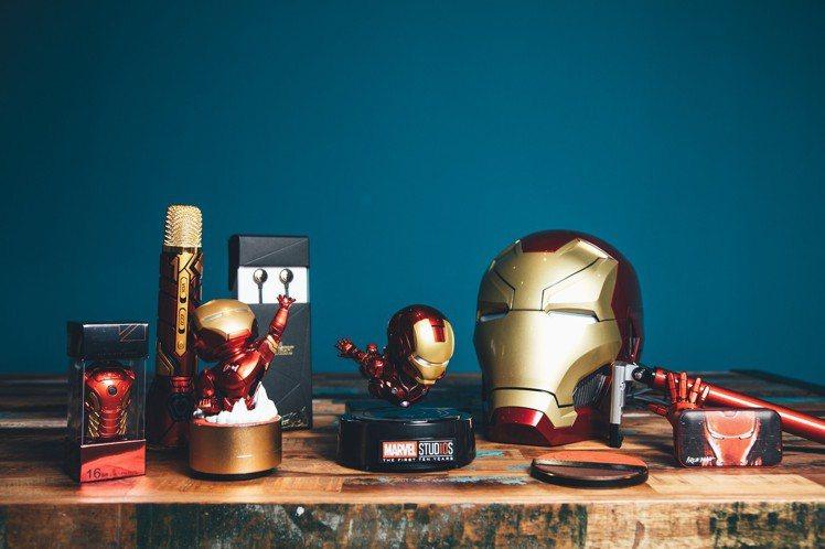 款式最豐富的鋼鐵人系列商品,其中具備夜光底座的磁浮鋼鐵人擺飾既搶眼又療癒。圖/K...