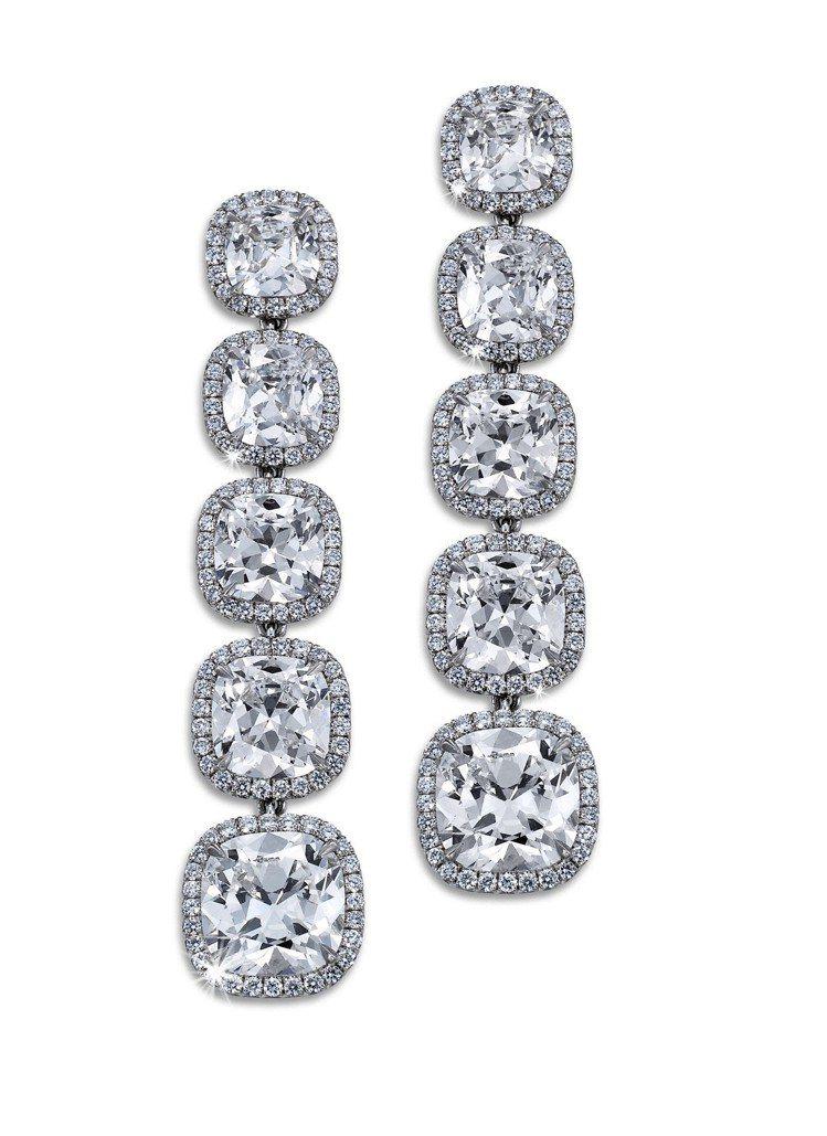 De Beers Aura五鑽垂墜式耳環,鑽石總重4.91克拉,價格店洽。圖/D...
