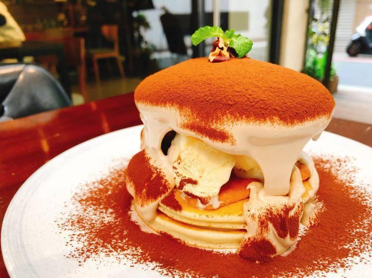 「提拉米蘇麻糬鬆餅」層次豐富。圖/Labu café 提供