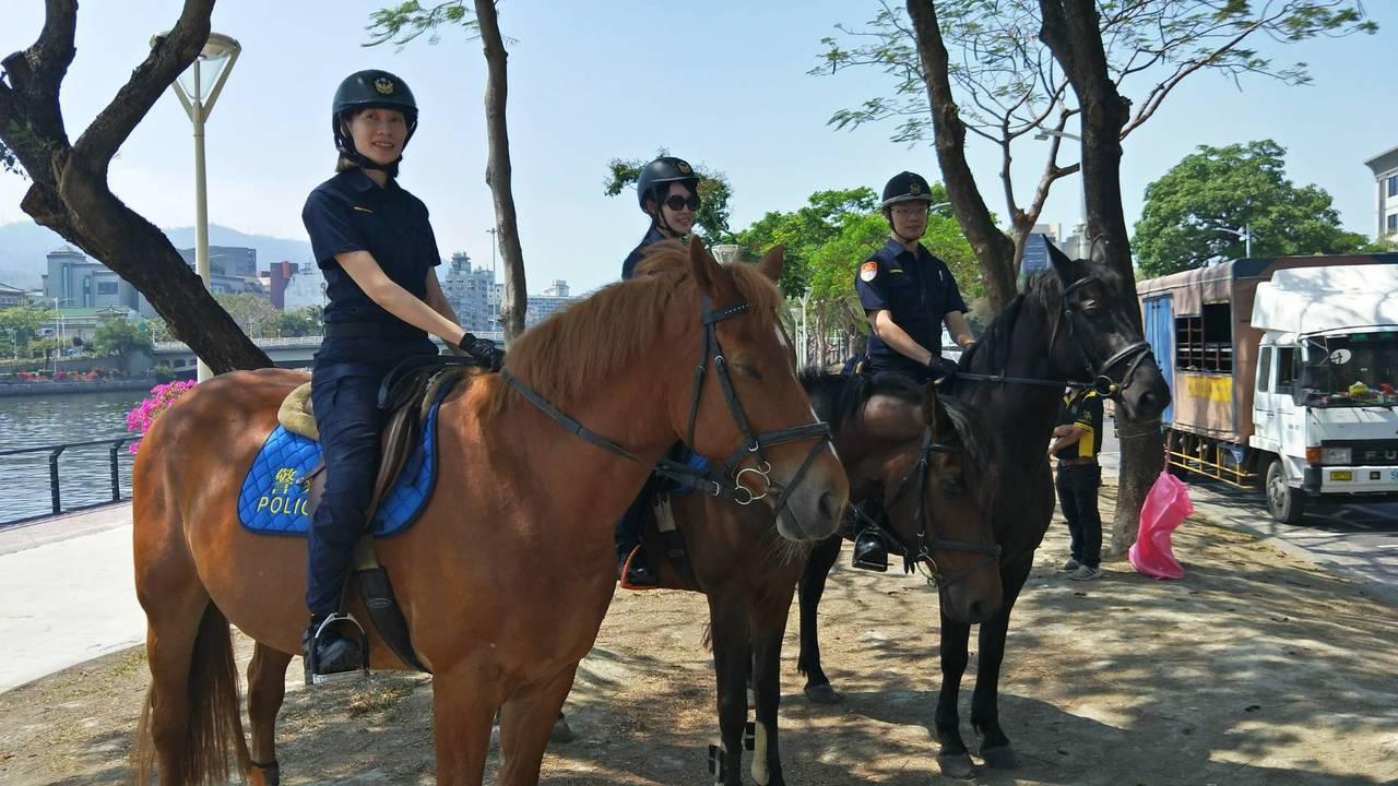 全台警察新式制服明天上路,為避免民眾看了「霧煞煞」,做為高雄市警局觀光形象大使的...