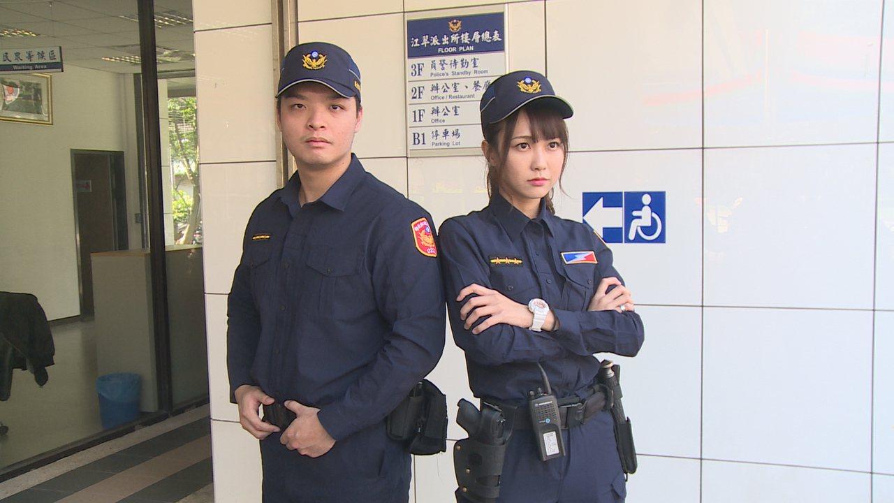 警察新制服以勤務、安全、舒適為考量,設計「專業戰術型」服裝,顏色改為藏青色,夏季...