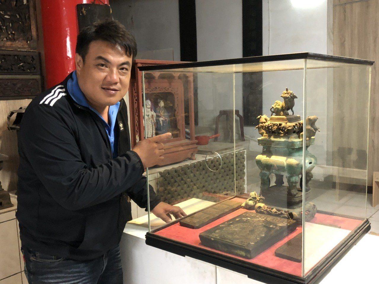 金城鎮長李誠智介紹,此次展出的珍貴文物還有「敕封顯佑伯符板」為一長方形木拓板,是...