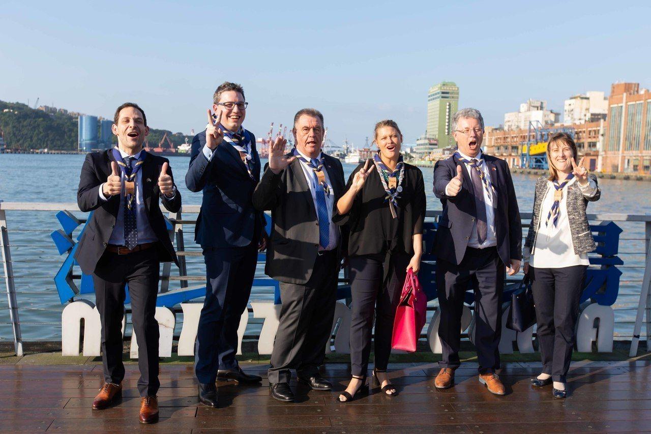 盧森堡跨黨派國會議員一行5人今天傍晚造訪基隆,市長林右昌誠摯歡迎,雙方並就智慧城...