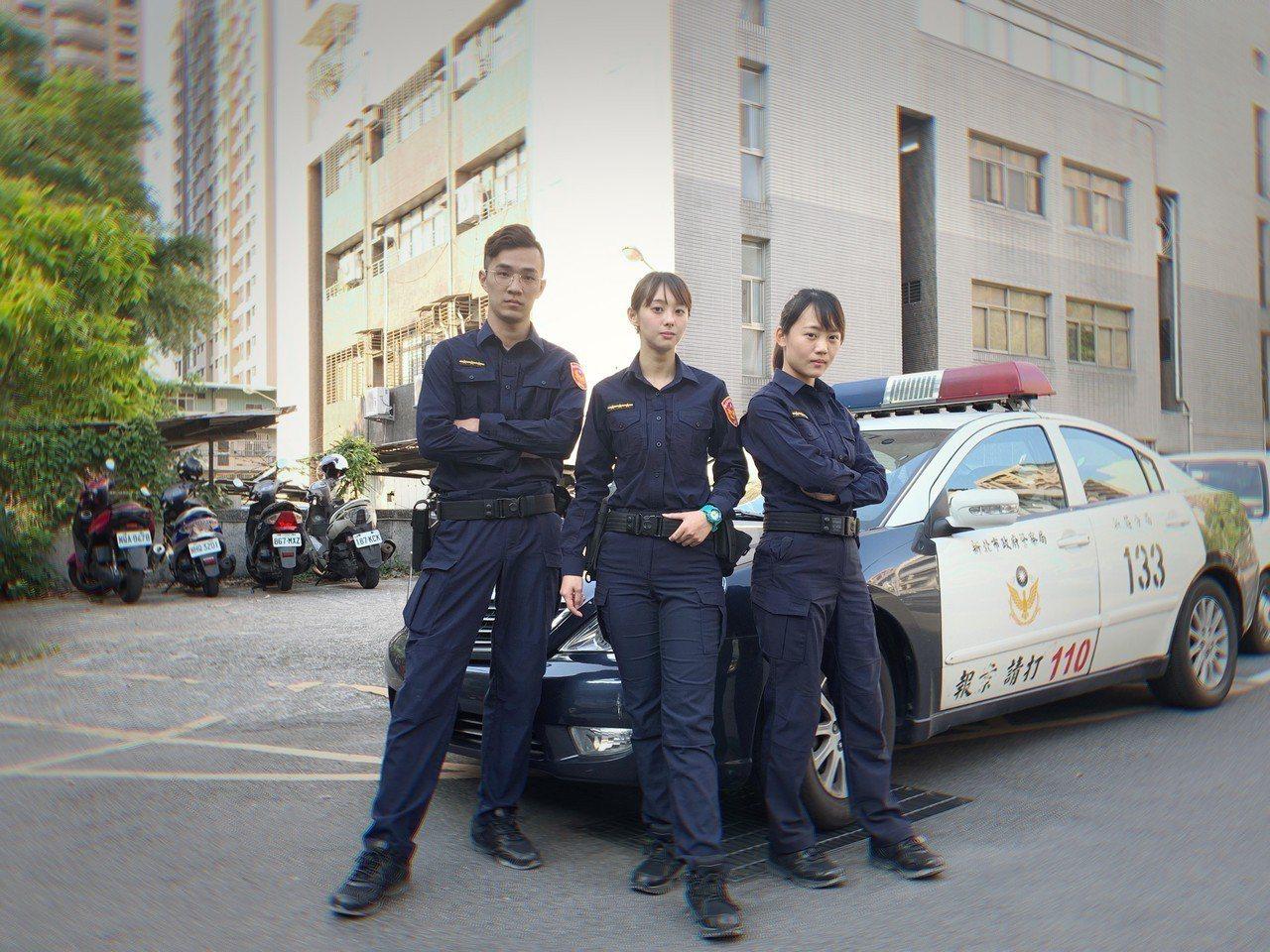 全國警察即將在明天全面換上新制服新制服採用藏青色設計,看起來更加具有現代感與時尚...