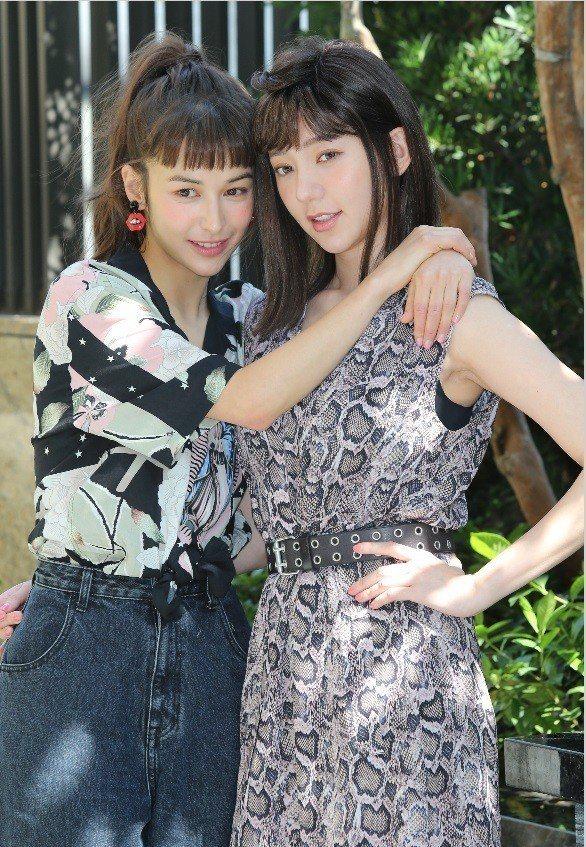 郭雪芙(右)與夏朧扮演堂姊妹,互動沒距離。記者曾學仁/攝影