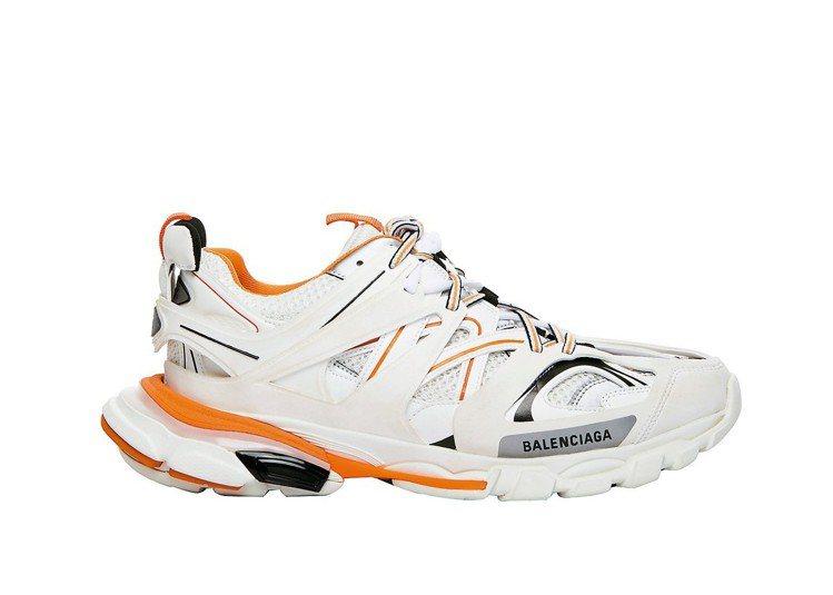 觀察消費者偏好白橘配色TRACK高科技運動鞋。 圖/Balenciaga提供