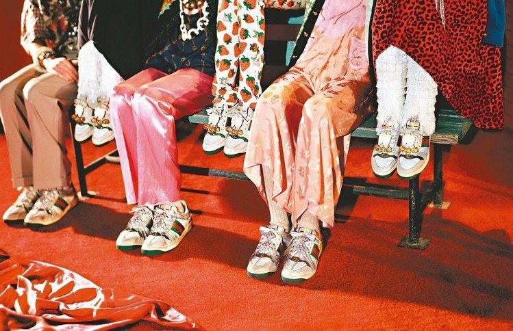 GUCCI 2019推出仿舊設計的「Screener」鞋款系列,髒髒的外型和不算...