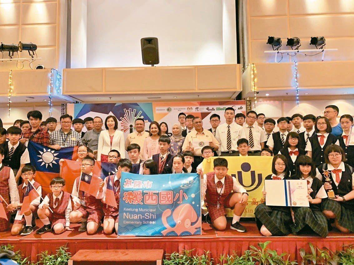 基隆市二信高中攜手暖西國小,為基隆市在馬來西亞青少年國際發明展抱回4金4銀2銅1...
