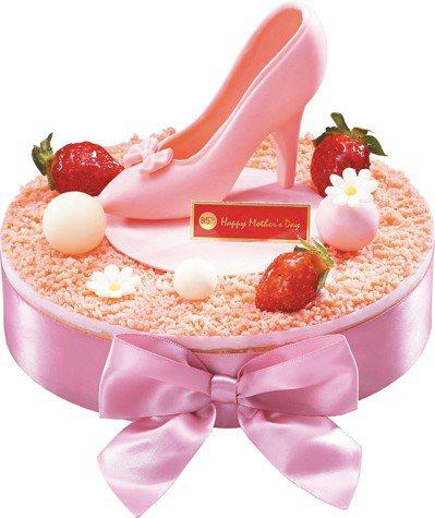 她的高跟鞋8吋、85折價580元。 圖/85°C提供