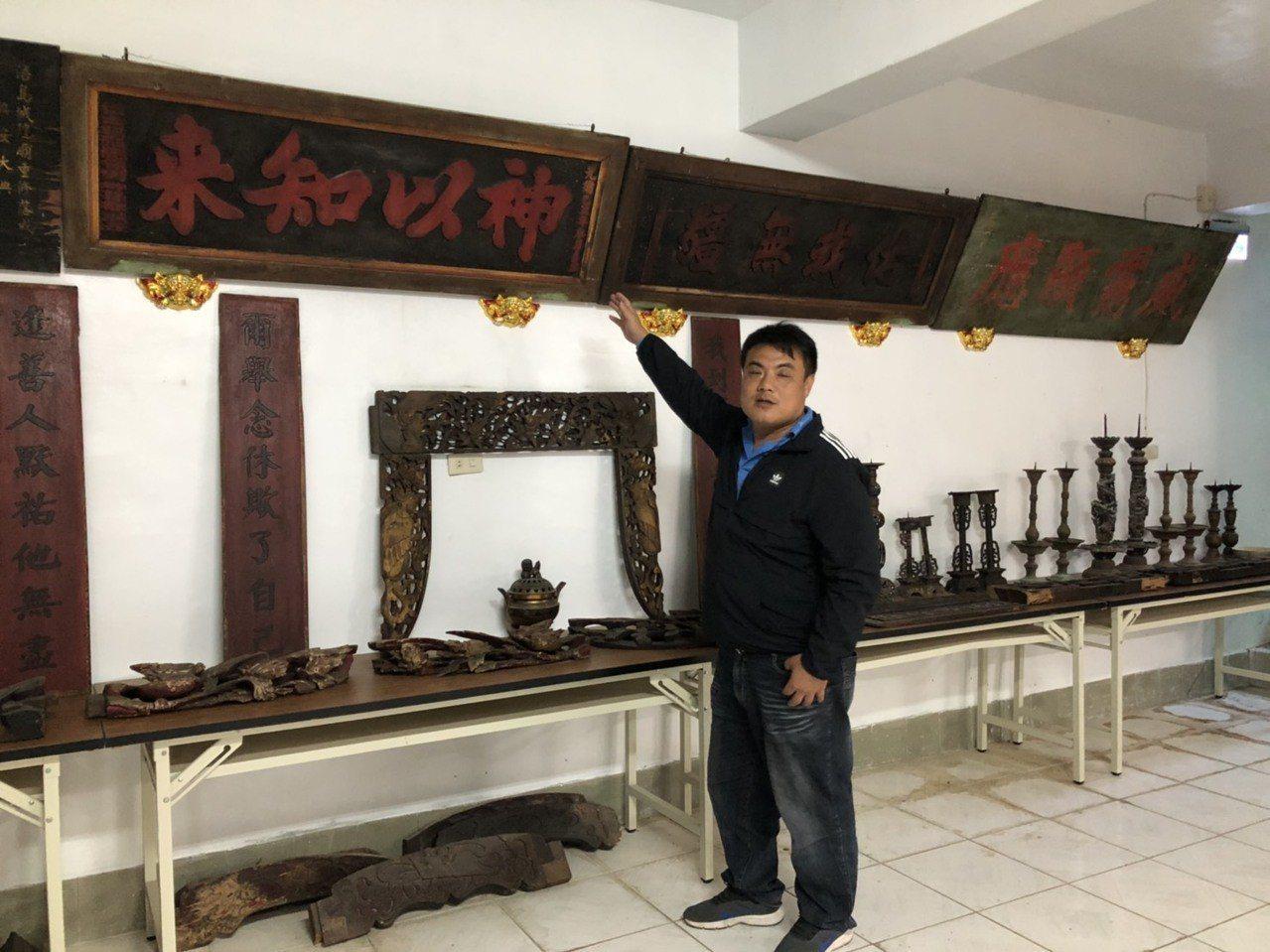 金門縣文化局舉辦「金門浯島城隍廟典藏文物特展」,牆上的匾額有多個都是清光緒年間,...