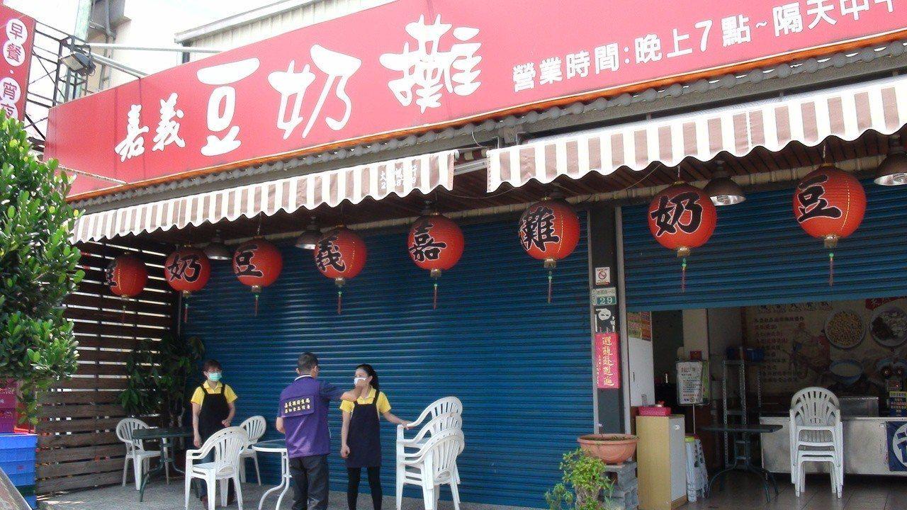 嘉義豆奶攤民雄店去年4月間多名用餐民眾出現嘔吐、腹瀉症狀,經疾管署調查研判為食品...