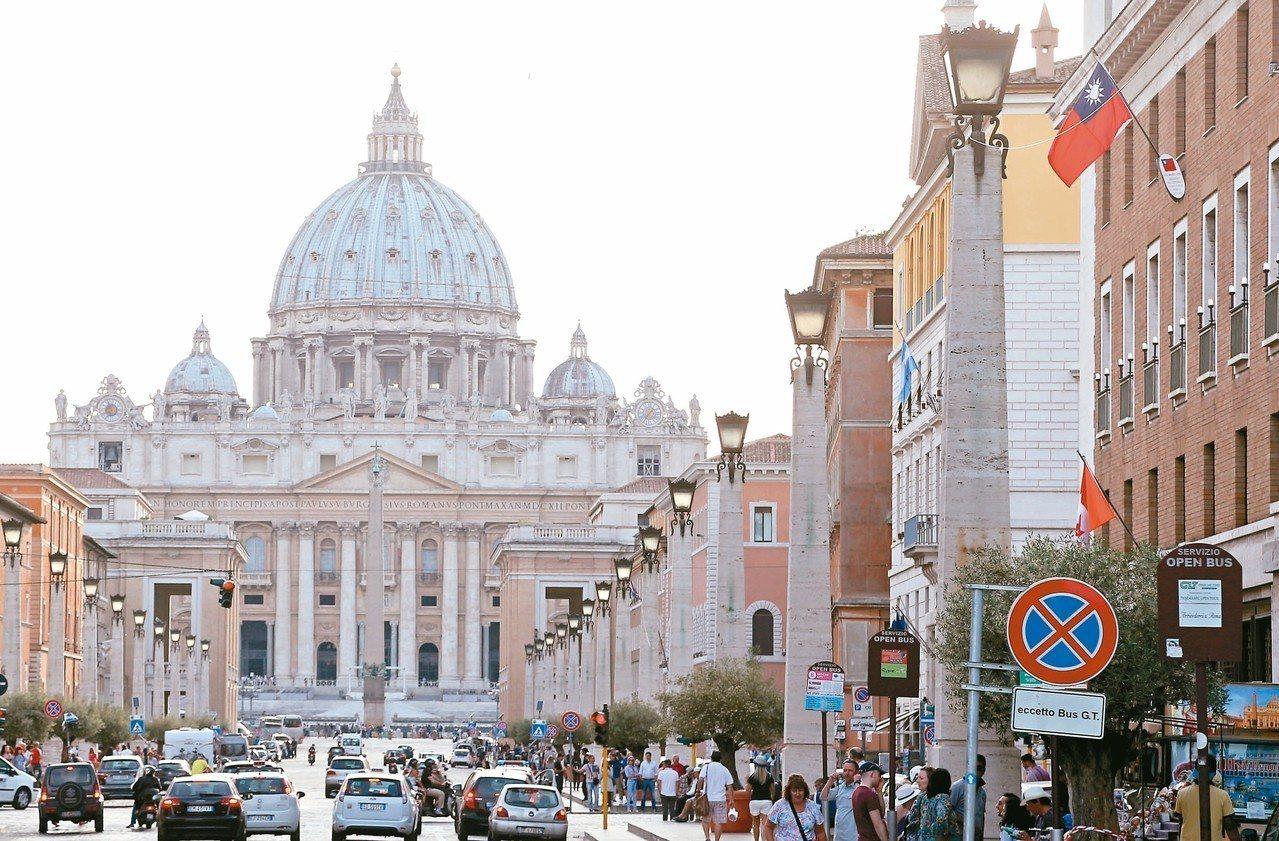 近年來北京極力拉攏我在歐洲唯一邦交國梵蒂岡,兩岸外交戰日益激烈。圖為中華民國駐梵...