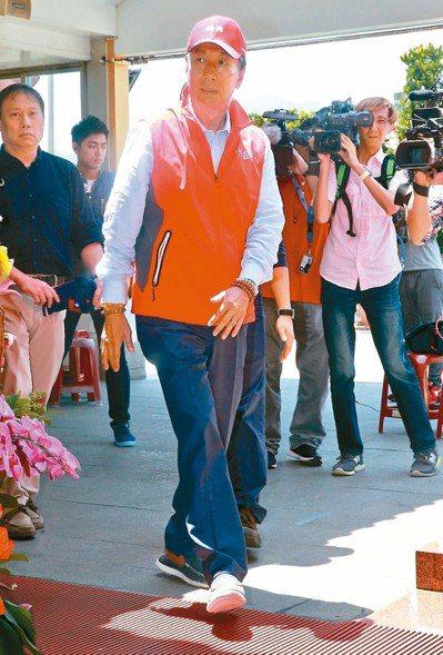 鴻海董事長郭台銘昨天宣布參加國民黨總統初選,關鍵決定在最近兩周,圖為選前特地到淡...
