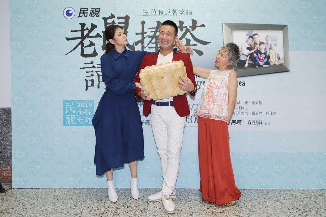 李千那(左起)傅子純和陸弈靜合拍金鐘劇。圖/民視提供